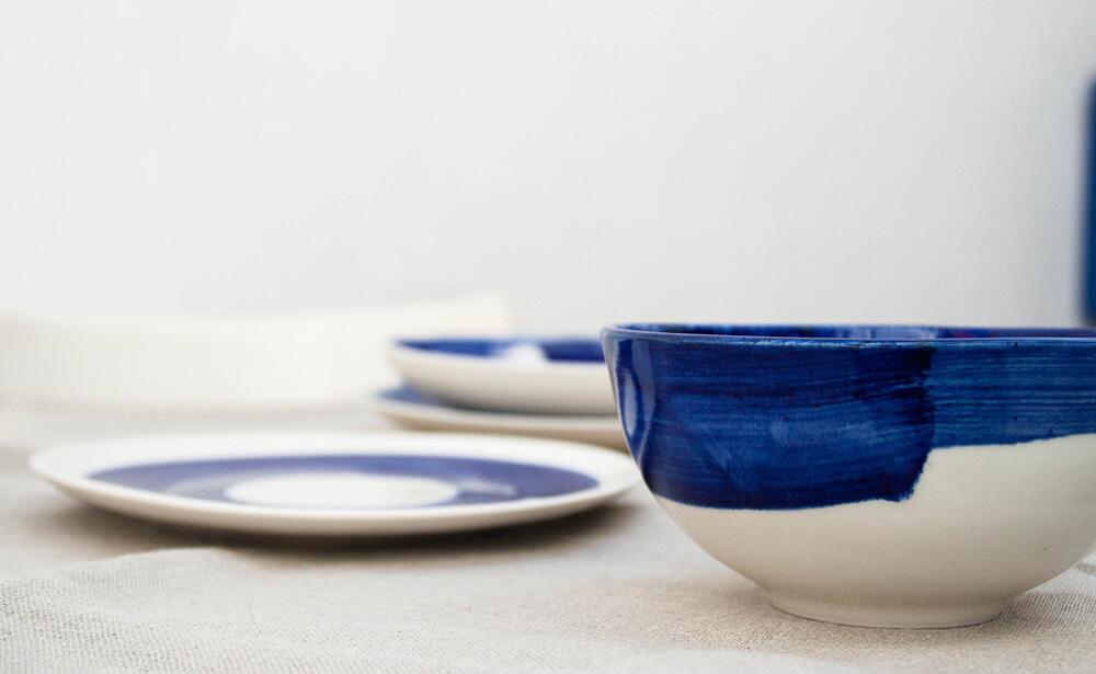 Cuenco y plato de la colección Amama