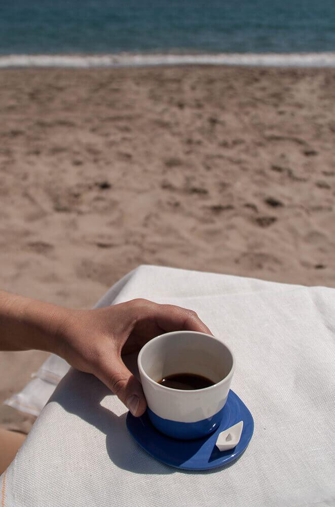 Taza de café y plato porcelana colección Mar