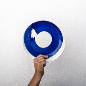 Plato llano pintado azul cobalto Amama